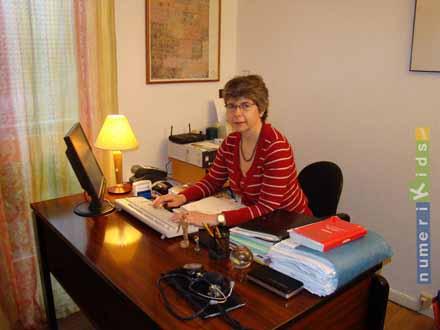 Le docteur Vincent Borrel dans son cabinet parisien