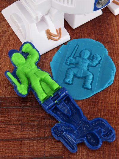 ceb9_star_wars_play_doh_shapes