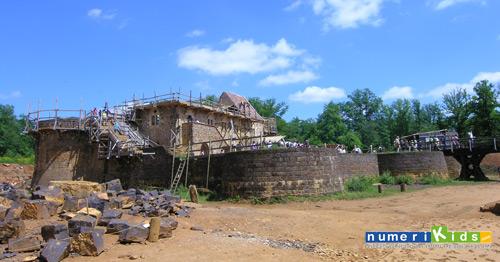 guedelon_chateau