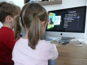 enfant sur ordinateur